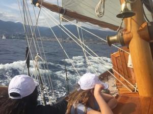 in barca a vela a sanremo con i bambini malati